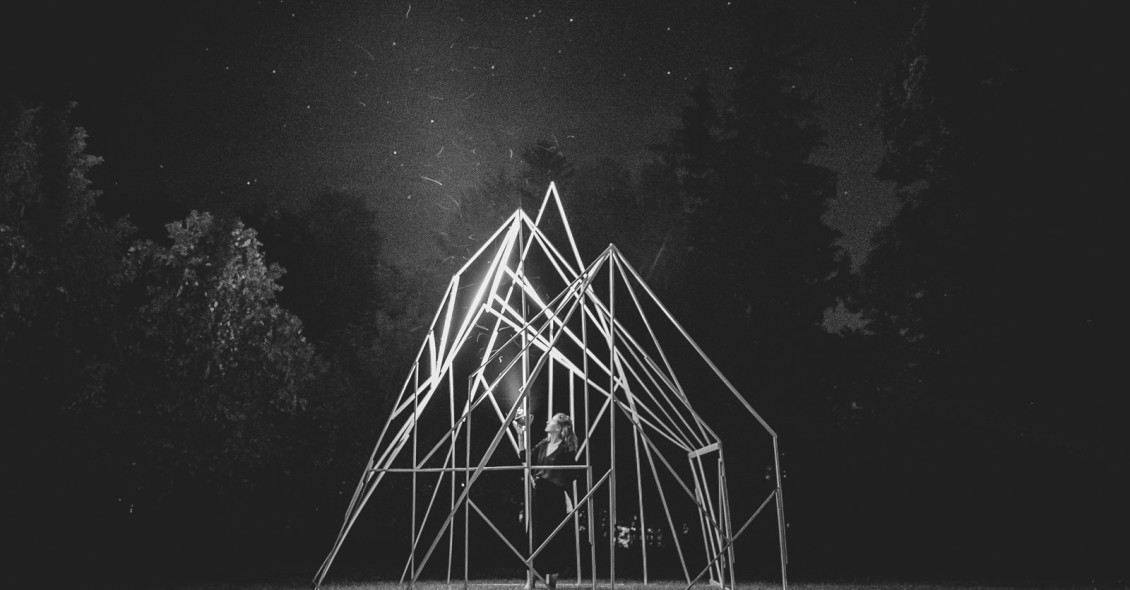 Georgia Saxelby The Architecture of a Witchs Hut 2017 mixed media performative installation built during the Wassaic Project residency program Photo Subodh Samud Detail bw